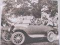 Algot-och-hans-barn-i-en-Ford-1924