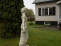 Kvinnlig staty på husets framsida